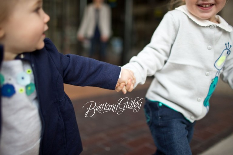 Downtown Family | Cleveland Ohio | Sisters | Downtown Cleveland | Ohio | Brittany Gidley Photography LLC | Hands