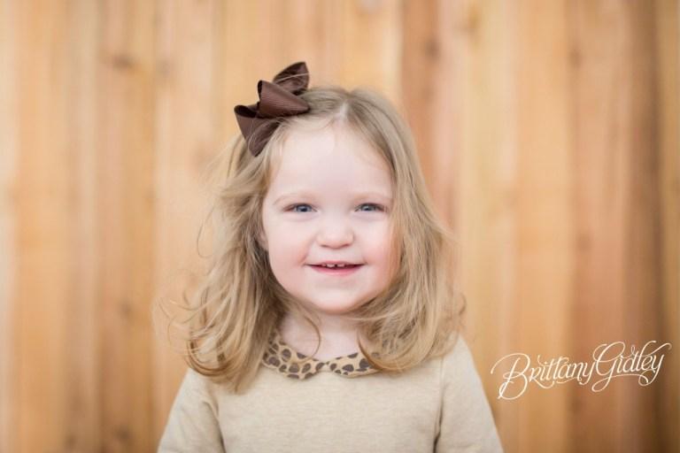 Big Sister | Cleveland Toddler Photography | Cleveland Toddler Photographer | Natural Light | Studio | Wood Wall | Cheetah | Inspiration | Studio Ideas