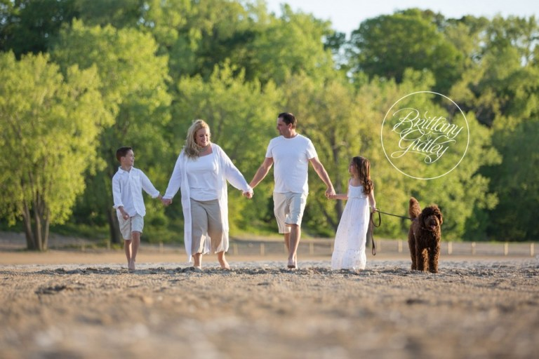 Family Photographer | Beach | Cleveland Ohio | Edgewater Beach Park | Photo Shoot Inspiration | Love | Cleveland Family Photographer