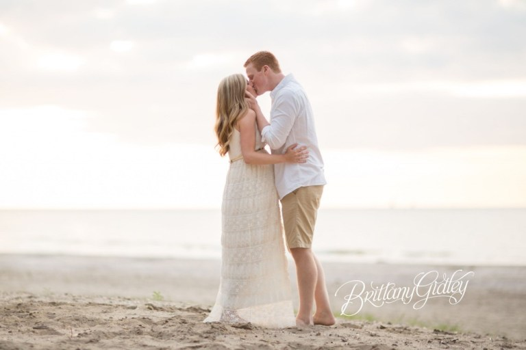 Cleveland Maternity Photographer | Maternity Photography | Beach | Sunset | Sun | Sand | Pregnancy | Photos | Cleveland Ohio | Northeast Ohio | Pregnancy Photographer | Newborn Photographer Cleveland | Edgewater Beach | Cleveland Metroparks
