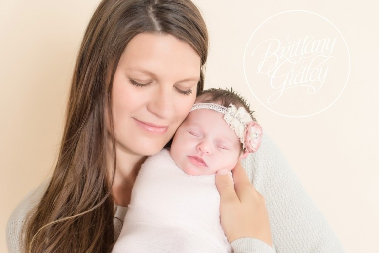 Mother and Daughter | Newborn Portrait | Baby Pictures | Newborn Posing Inspiration