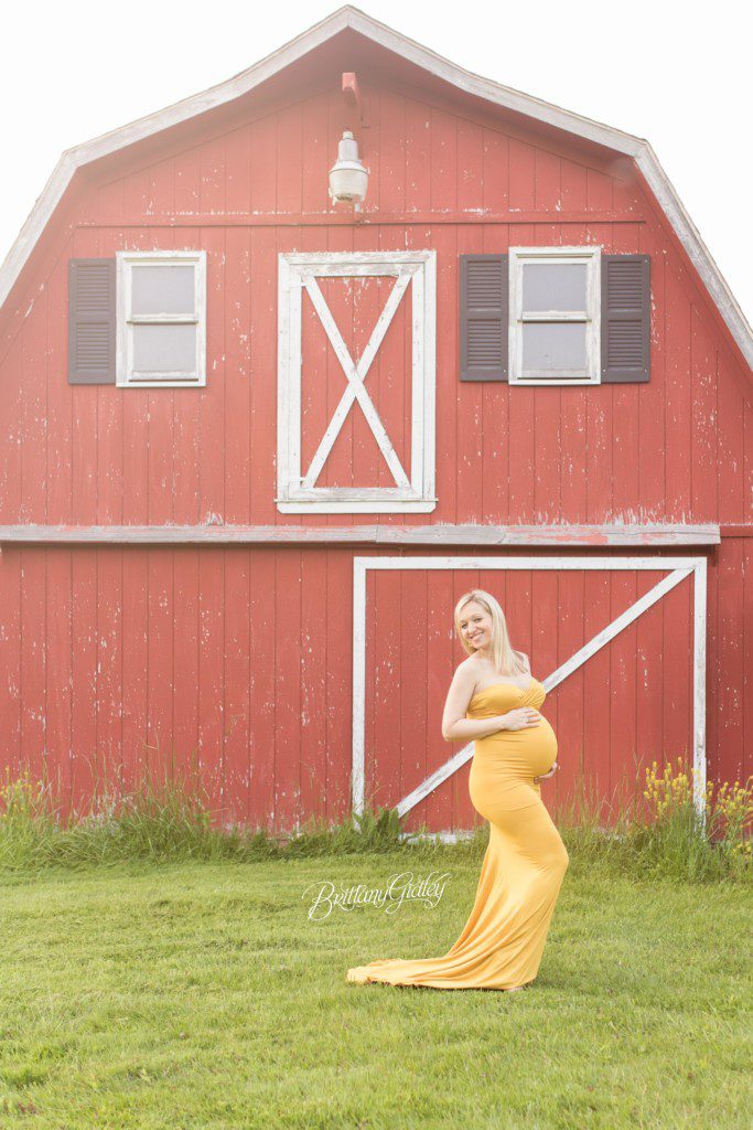 Country Maternity Photographer | Kirtland Ohio | Pregnancy Pictures | Start With The Best | Brittany Gidley Photography LLC | Barn Maternity Images