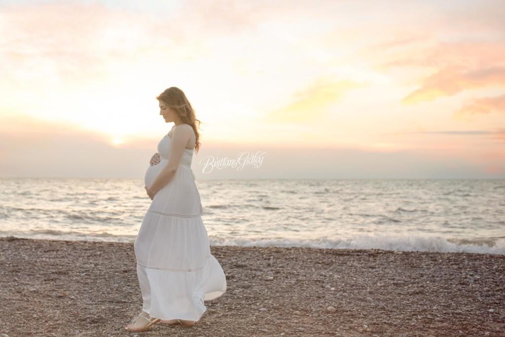Beach Maternity | Waiting on Baby R | Fairport Harbor