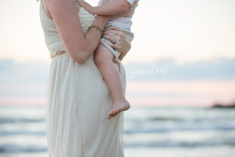 Beach Maternity Photo Shoot | Sunset Photo Shoot | Cleveland Ohio | Edgewater Beach