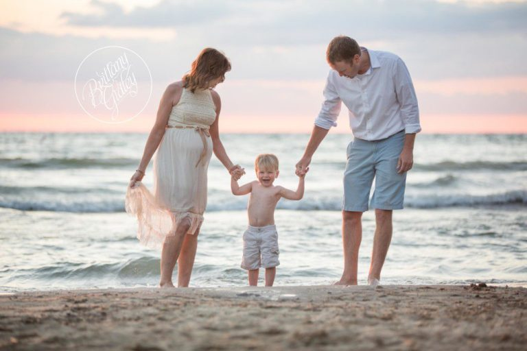 Beach Pregnancy Photo Shoot | Sunset Photo Shoot | Cleveland Ohio | Edgewater Beach