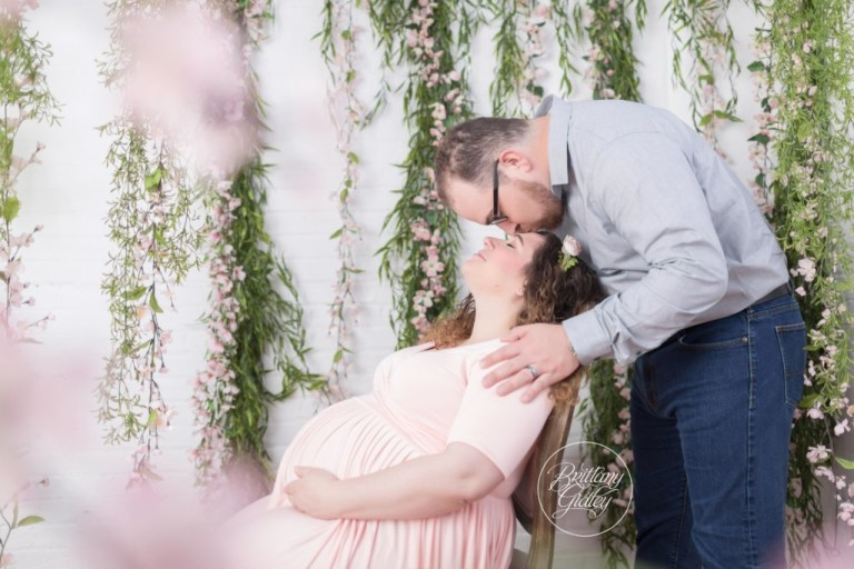 Best Maternity Photographer | Photography Studio | Floral Maternity Pictures