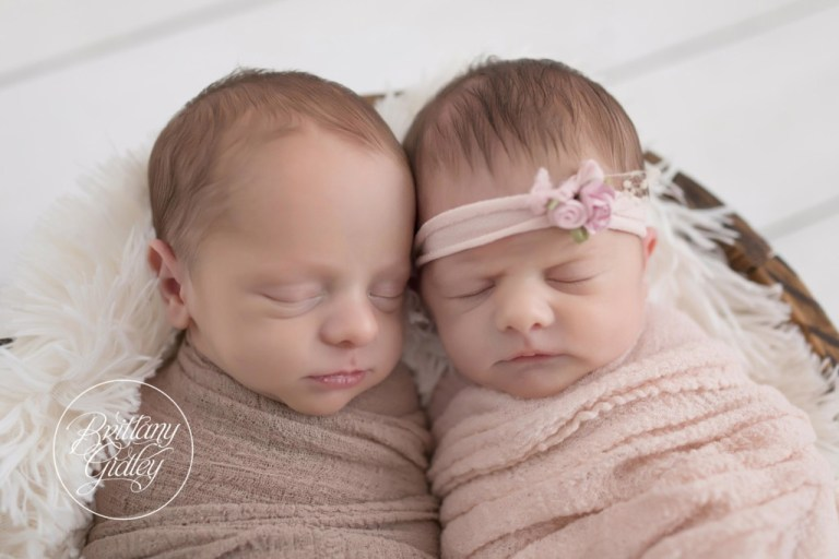 Twin Photographer | Cleveland Twin Photography | Newborn Babies | Best Twin Photography | Newborn Twin Posing
