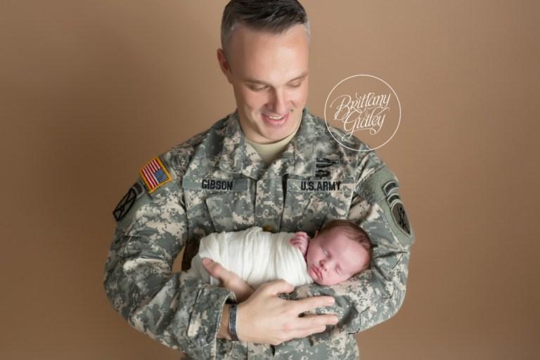 Army Newborn Photo | Newborn Photo Shoot Army | Military Newborn Inspiration