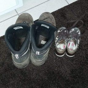 Logeren en schoenen naast die van opa parkeren