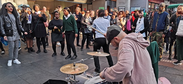 Buskers of Brixton – The return of the guy with the small drum kit