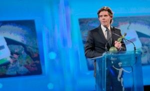 Michael Peters of Euronews receives the Award