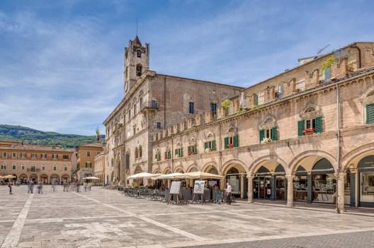 25|05|2016 – Die Piazza del Popolo in Ascoli Piceno