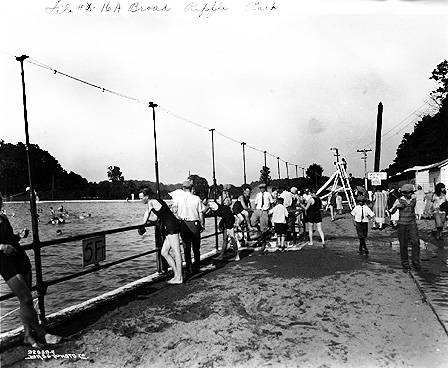 Broad_Ripple_Park_swimming_pool_1925_Bass_ (1)