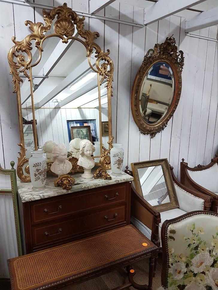 Brocante Saint Michel Plozevet miroir fauteuil commode vase