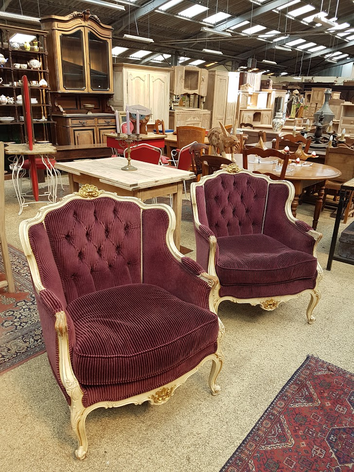 Brocante Saint Michel Plozevet fauteuil armoire table gueridon