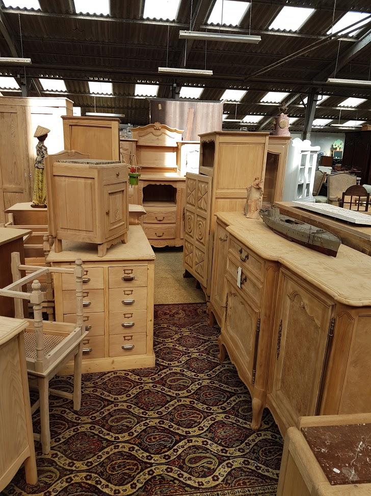 Brocante Saint Michel Plozevet meuble bois brut