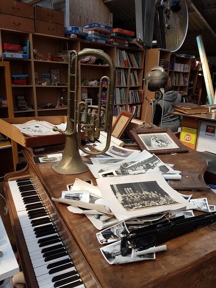 Brocante Saint Michel Plozevet musique instrument livre