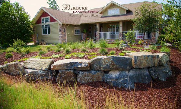boulders in landscaping . rocke