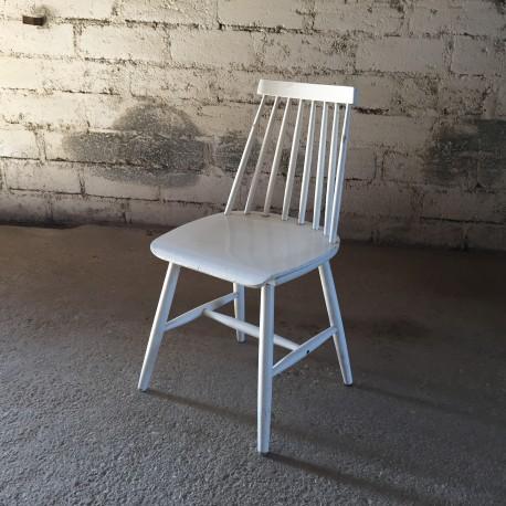 chaise blanche type fanett editee par ikea