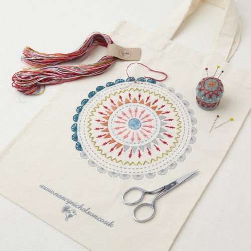 broderie traditionnelle kit