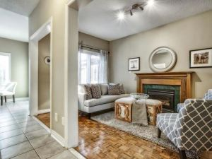 An image of the family room for 830 Surin Crt in Newmarket