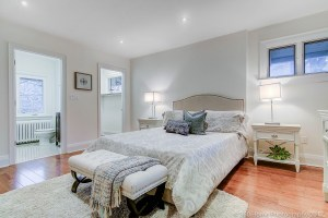 Bedroom of 107 Lawrence Crescent, Toronto, ON M4N 1N5