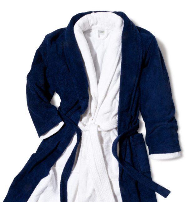 Välj mellan vit eller marin badrock i frotté
