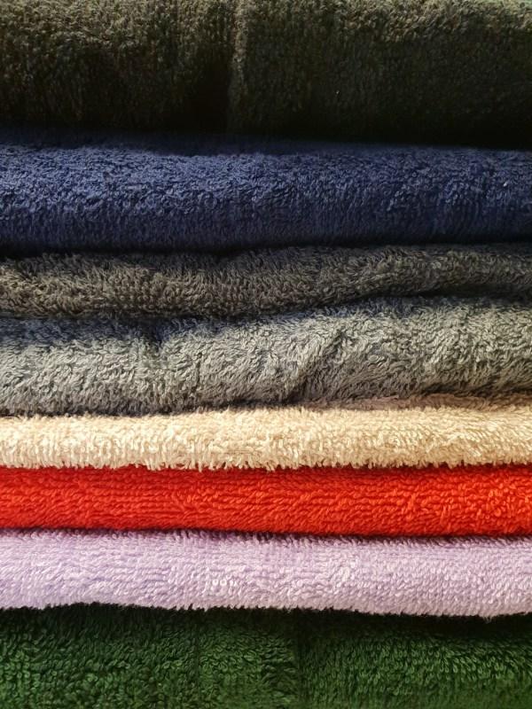 Nu finns det nio färger av vår populära bastukilt med personlig brodyr