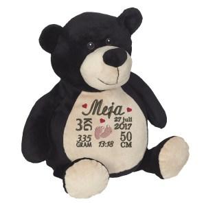 En härlig svartbjörn som heter Billy, med plats för en stor personlig brodyr på magen.