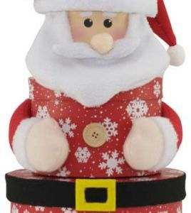 Brodyrverksta´n AB En lekfull och annorlunda presentförpackning i form av en jultomte, 3-delad och ca 37 cm hög i uppackad form. Tillverkad i kartong med tryck och textildekorationer.