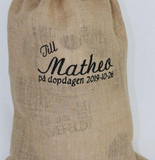 Brodyrverksta´n AB - Jutesäck med brodyr, att packa din julklapp eller doppresent i.