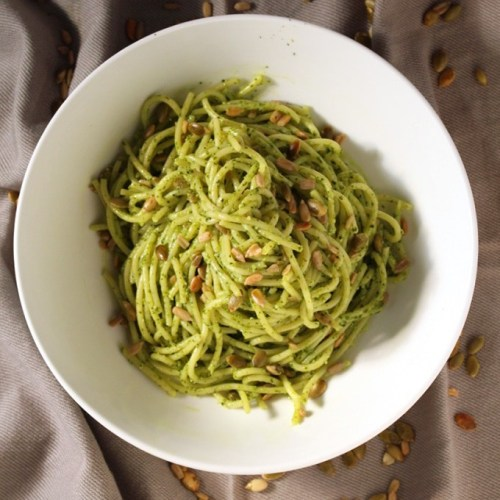 Sunflower and Pumpkin Seed Vegan Kale Pesto | This is a green super food that not only tastes good but also provides you with added health benefits. Easy, quick and delicious pasta. |Brokefoodies.com
