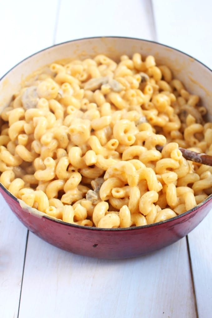 Vegan Mac and Cheese | Up your super bowl game up with this awesome dairy-free mac and cheese | Brokefoodies.com