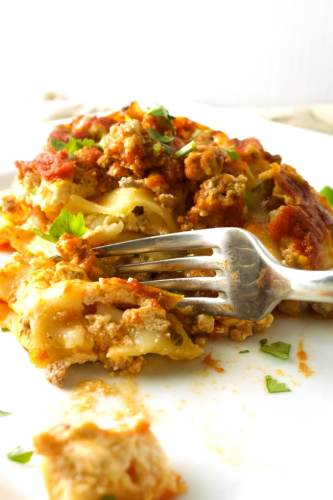 Stress-Free Slow Cooker Lasagna – Take it easy with this awesome Crockpot Lasagna. It takes only a handful of ingredients and I made a video for you to enjoy!