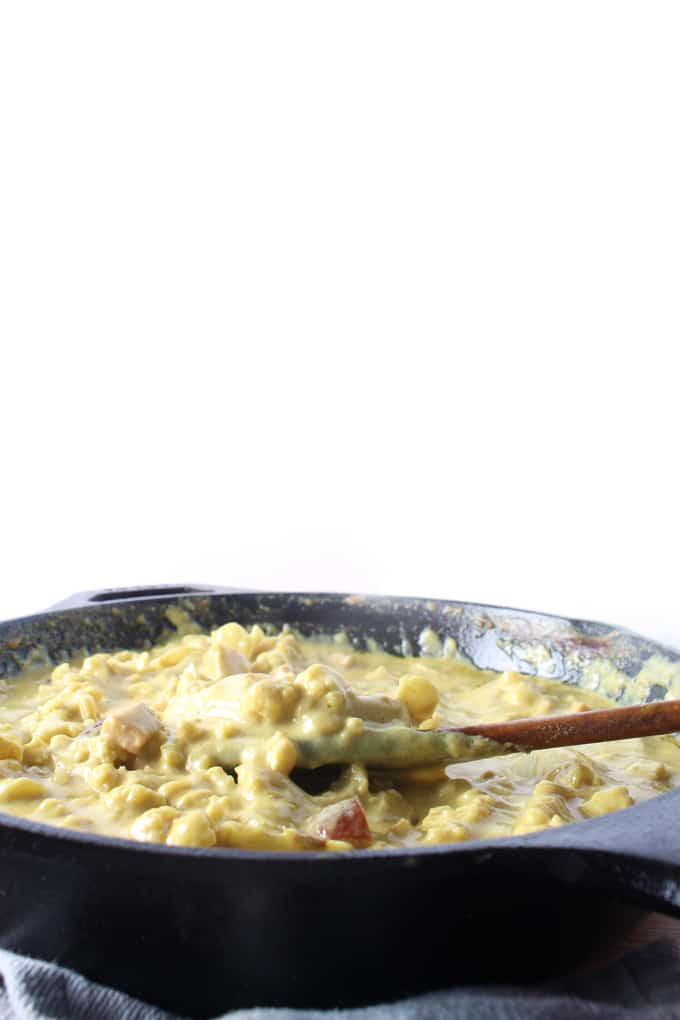 Stovetop Keto Mac and Cheese - This keto mac and cheese recipe is made using cauliflower, pancetta and lots of old cheddar cheese. It takes only a few minutes to make and is immensely satisfying.