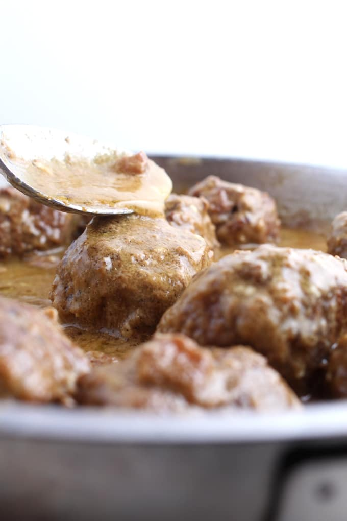 Keto Swedish Meatballs - This is the low carb solution to those craving a good old plate of swedish meatballs without the guilt. Net carbs per serving: 1g