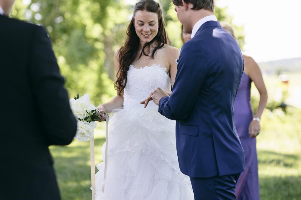 bröllop trollhättan prässebo klintens loge vigsel ring