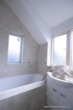 En-suite to main bedroom