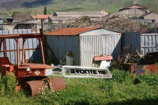 MANIACE: COSTRUISCE UN ARGINE ABUSIVO DI 300 METRI IMPRENDITORE DEFERITO, INIZIATA LA BONIFICA