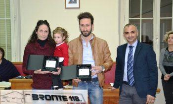 2016watermarked-Gina e Vincenzo Schilirò premiati dal sindaco Calanna