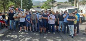 RANDAZZO, PROTESTA VIETATA NEL MERCATO LA FIVA: «NON CI FACCIAMO INTIMORIRE»