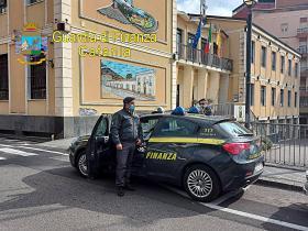 NICOLOSI: GDF SEQUESTRA 61 MILA EURO TRAFUGATI AL COMUNE,A EX DIPENDENTE COMUNALE, IL VIDEO