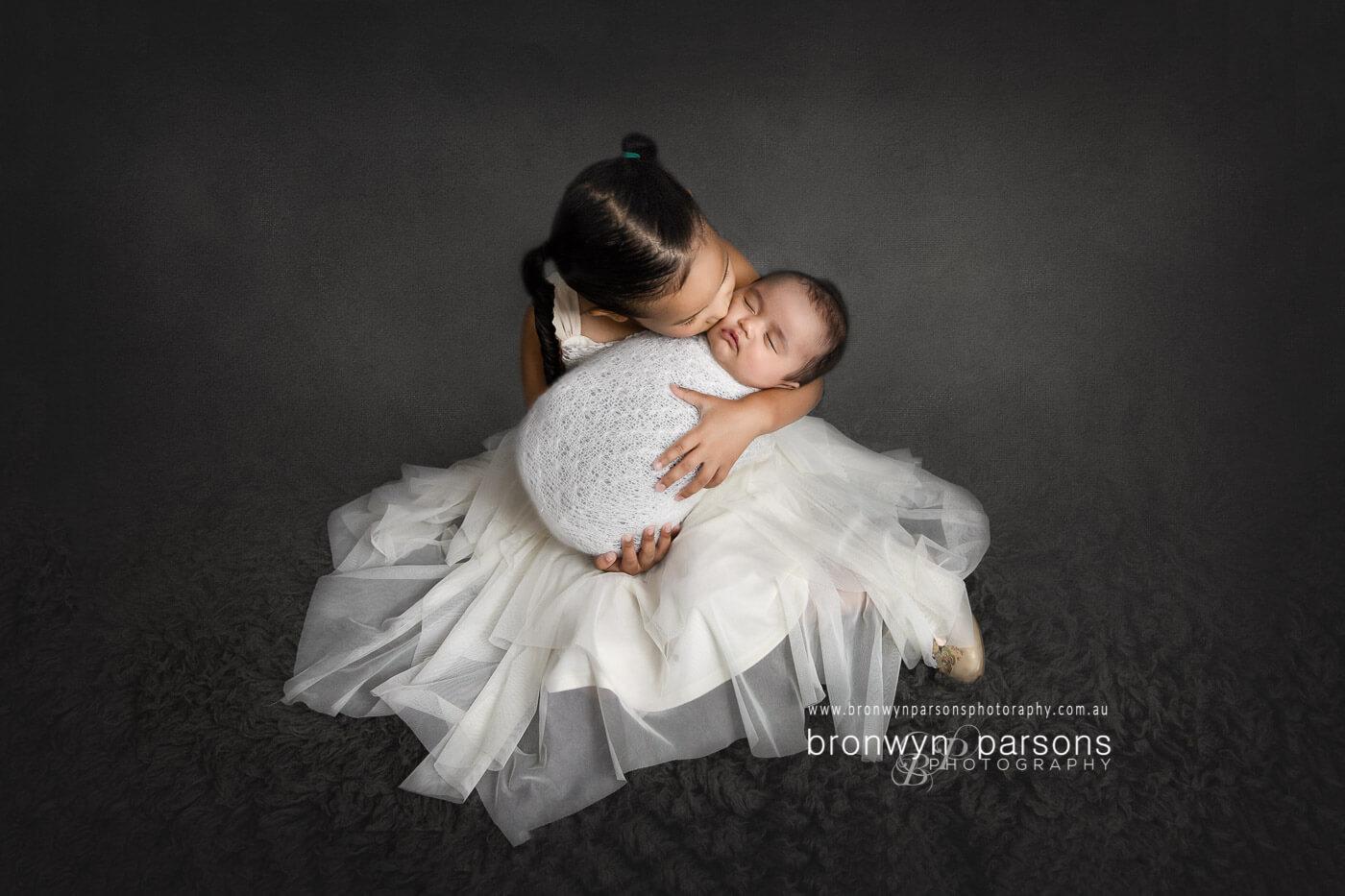 Newborn photography tips for preparing siblings
