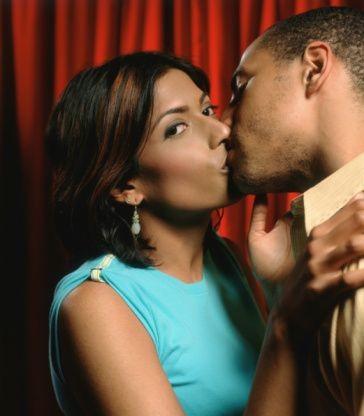 Black-woman-kissing man