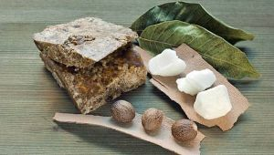 Leaves, bark and shea butter are among the natural ingredients in African black soap which, ironically, is usually brown. (Photo: images72/Shutterstock, mnn.com )