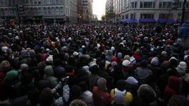 crowd003_16x9