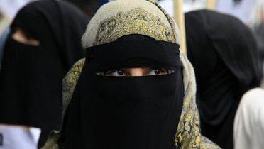 muslim_protestors002_16x9