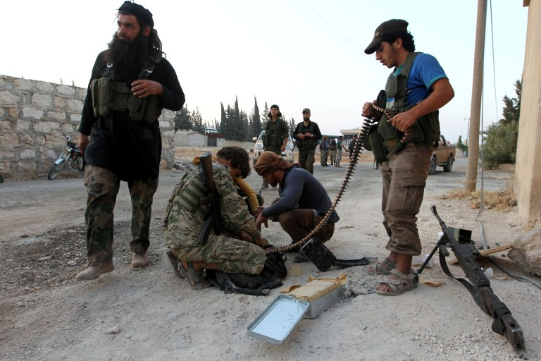 REUTERS/Ammar Abdullah - Rebel fighters prepare their weapons in an artillery academy of Aleppo, Syria, August 6, 2016.