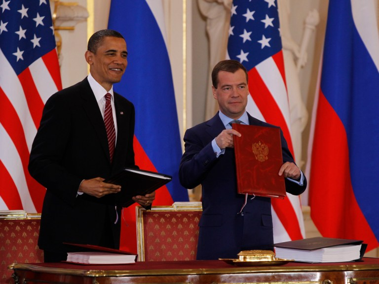 U.S. President Barack Obama (L) and Russian President Dmitry Medvedev (R) present documents after signing the new Strategic Arms Reduction Treaty (START II) at Prague Castle in Prague, April 8, 2010. REUTERS/Jason Reed (CZECH REPUBLIC - Tags: POLITICS MILITARY) - RTR2CK4T