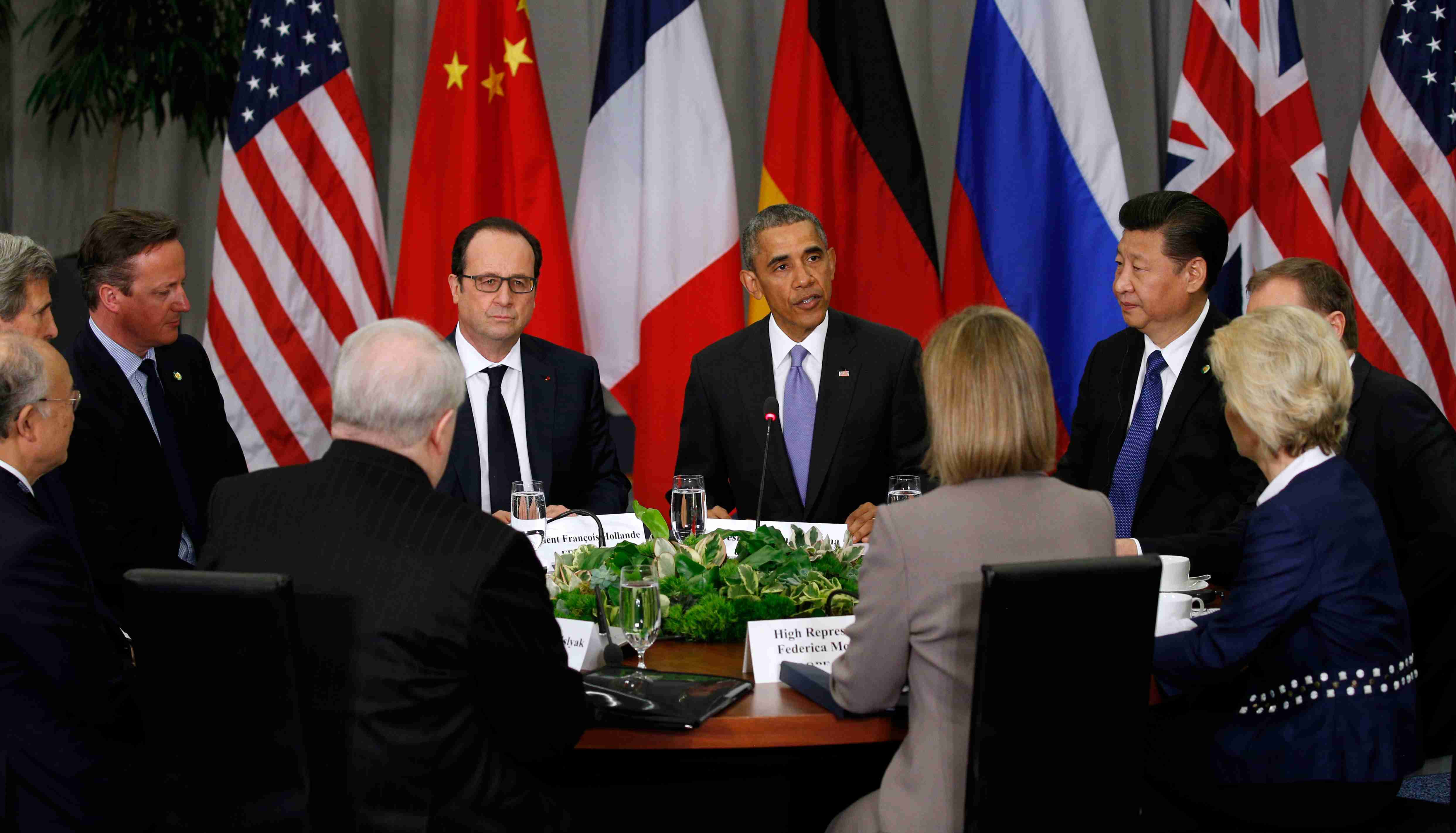 REUTERS/Kevin Lamarque - President Barack Obama hosts members of the P5+1 groupat the Nuclear Security Summit.